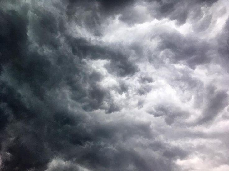 #poland #warsaw #sky #storm #clouds #skyisfalling #imagine #whatcanitbe #powerofnature #elements #theendoftheworld  #iphonephoto
