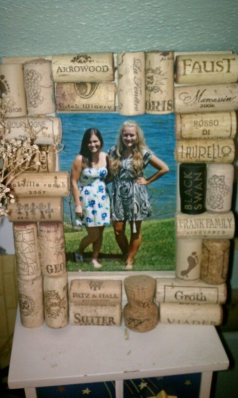 DIY wine cork picture frame: Corks Frames, Bff Idea, Wine Corks, Pictures Frames It, Frames Juan, Corks Idea, Corks Pictures, Diy'S Wine, Corks Crafts