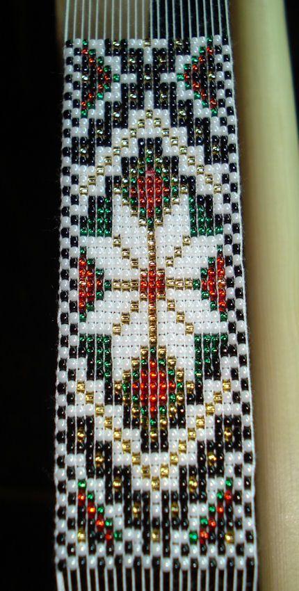 Bunad, Smykker, vev & rosemaling: Perler