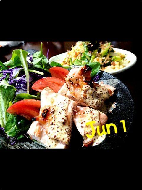 純な和食ではなく少し変わった創作料理を作ってみたかったので、ソースなどをアレンジしてみたよ〜  これが、結構美味しいのよ✨  レシピ載せたので、良かったら作ってみてくださ〜い - 147件のもぐもぐ - 彩野菜とチキンソテー粒マスマヨ添え・緑の野菜と玉ねぎと卵の炒め物・エシャロット味噌 by Jun1Nakada