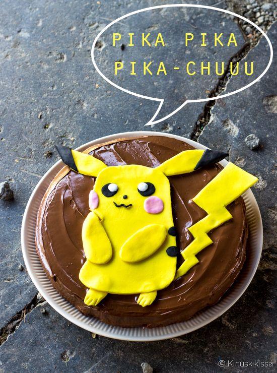 Pelataanko teilläkin Pokémon Go -peliä? Pokémoneita on nyt kaikkialla – myös Kinuskikissan keittiössä! Sille piti tietenkin leipoa kakku, jotain helppoa ja ihanan suklaista. Kakkutaikina tehdään sekoittamalla ainekset kattilassa. Sähkövatkaintakaan ei tarvita, joten tämä onnistuu vaikkapa kesämökillä. Täydellinen suklaakuorrute on Nutellaa, nammm!