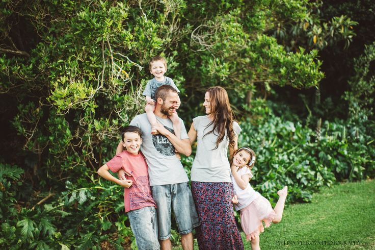 Lifestyle Family Portrait, Family, Photography, Sunset, Kids, Outdoor photography, Lifestyle, Summer, Laughter, http://www.ivelinavelkova.com/
