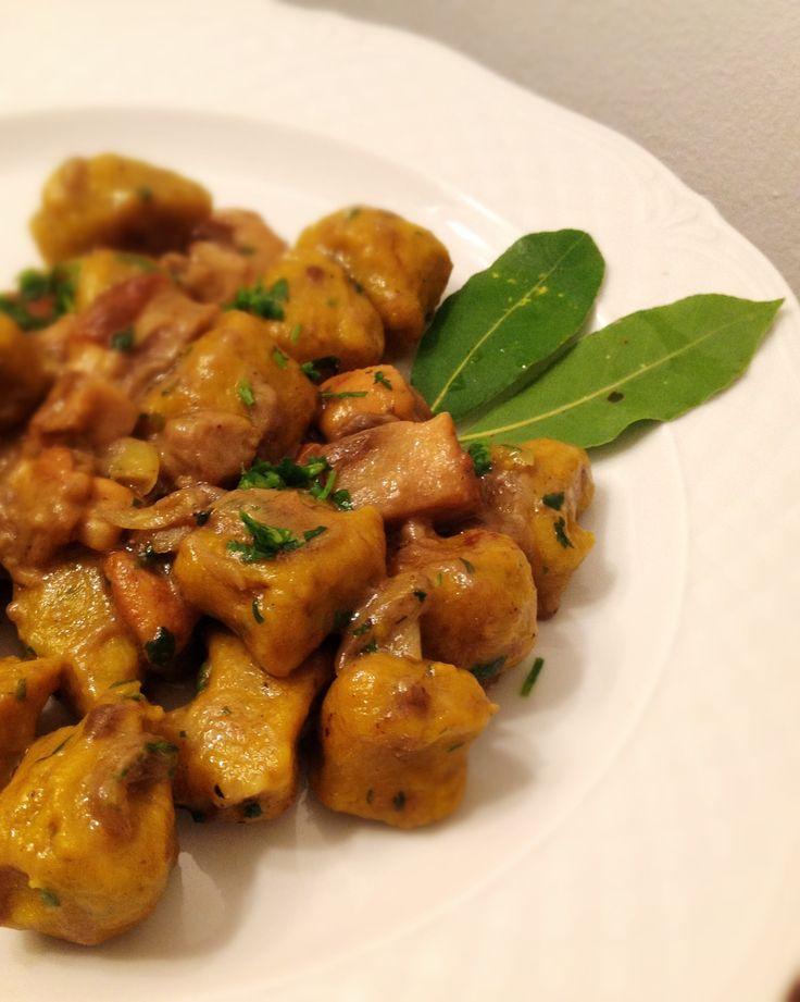 Gnocchi di Zucca e Castagne con Funghi porcini, ricetta su appesiaunospago.it