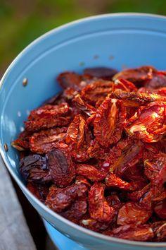 Jak suszyć pomidory? Krok po kroku w pomidorowych oparach…