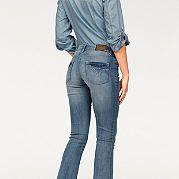 Женские расклешенные джинсы - маст-хэв сезона, поэтому их стремится купить каждая модница! Актуальный покрой с 5-ю карманами подчеркивает фигуру, а эластичный материал с эффектом потертости обеспечит отличную посадку. Брюки застегиваются на молнию и пуговицу. На заниженной талии пояс, дополненный петлями для ремня. Низ брючин не обработан. Длина по внутреннему шву ок. 85,5 см (размер 38). за 2899р.- от Otto