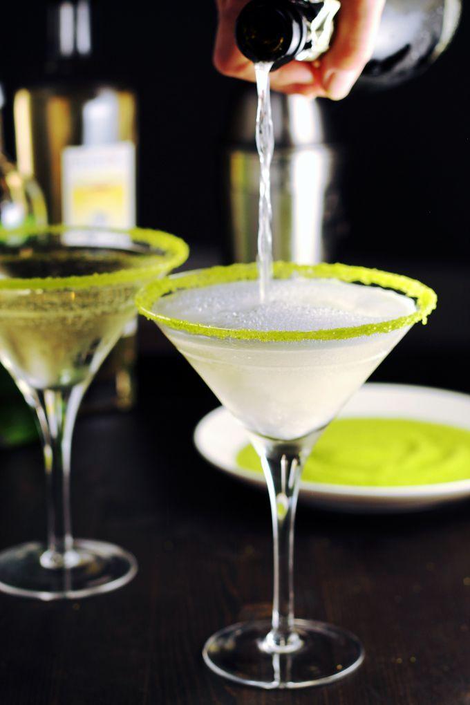 Pear and Elderflower Bubbly Martini #martini