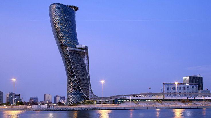 Hôtel Hyatt Capital Gate (Abu Dhabi) - Situé à 20 minutes de la Corniche et du centre-ville d'Abu Dhabi et à 45 minutes de Jebel Ali, à Dubaï. Les points d'intérêt à proximité comprennent club de Golf, le parc Ferrari World, l'île de Saadiyat et la Grande Mosquée Cheikh Zayed.
