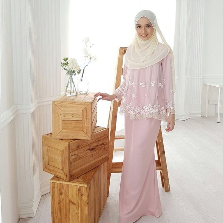Assalamualaikum dearies, jemput datang butik harini ya! Nana in Sugar Love dusty pink colour, available in limited stock get yours now dearies #minimalace