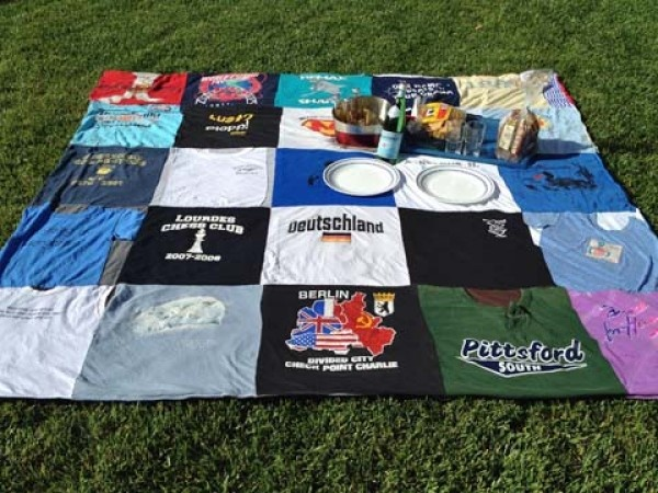 Blankets :: Project Repat	 Upcycle your old t-shirts: Crafts Ideas, Tshirt Quilts, Gifts Ideas, Upcycled T Shirts, T Shirts Quilts, Projects Repat, Projectrepat, Tshirt Blankets, Old T Shirts