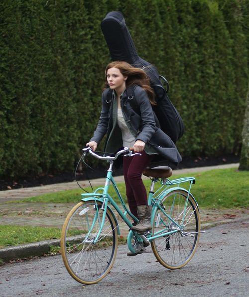 equivocalmusic: Oh Ciao ci Chloe Grace Moretz, sei Così sorprendente. Venite Si Può Essere Così favoloso con APPENA UN abbigliamento informale, ...