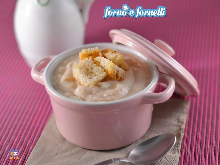 La Vellutata di fagioli bianchi è un piatto leggero e sano, preparato con pochi ingredienti e che dà un senso di sazietà immediato.