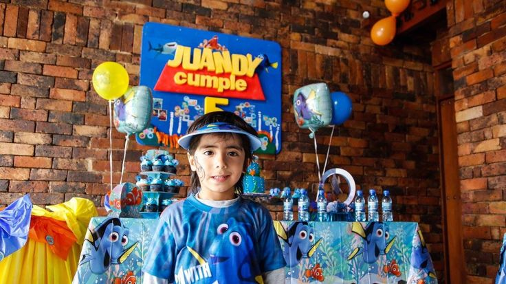Juandy, cumple#5 buscando a Dory mesa