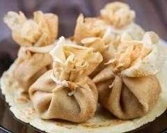 Aumônières de crêpe surprises à la frangipane : http://www.cuisineaz.com/recettes/aumonieres-de-crepe-surprises-a-la-frangipane-31748.aspx