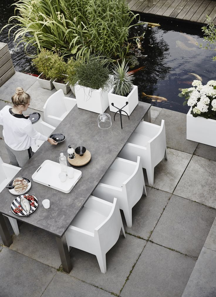 WFL Square Planters White by Capi Lux #modern #elegant #design #container #cube #vierkantepot #capieurope #summer #sping #terrace #terracetable #outdoor #tuintafel #square #planter #white #exteriordesign #exterior