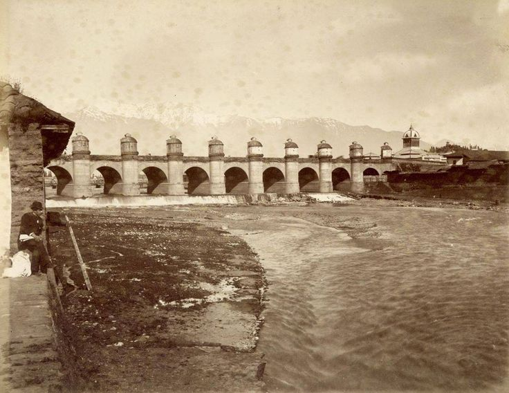 Chile, Santiago. Vista del Rio Mapocho y del Puente Calicanto, en el año 1860