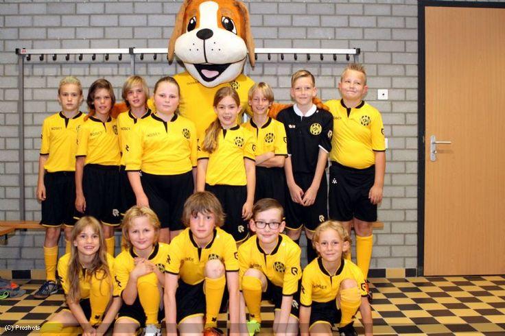 Roda JC Kerkrade - RKC foto's line-up met Lucky
