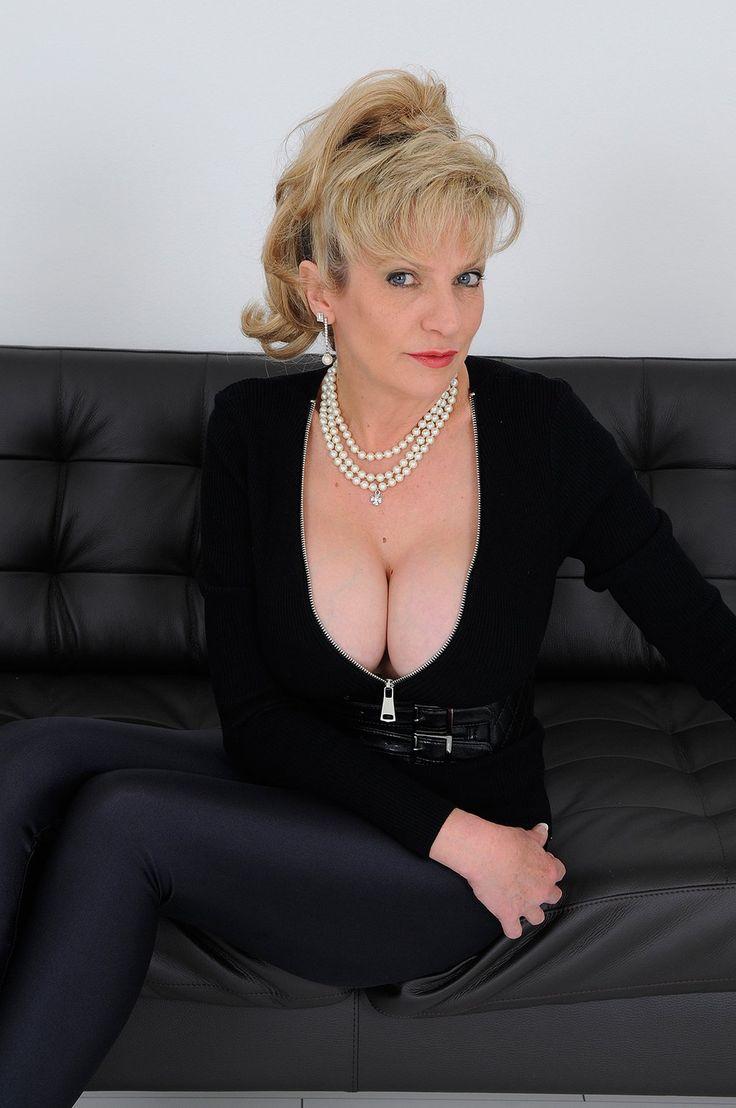 Gill Ellis-Young Lady Sonia  Lady Sonia-2241