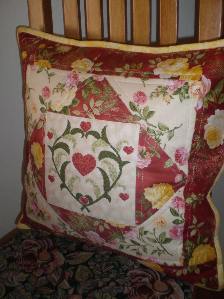 Подушка с розами.