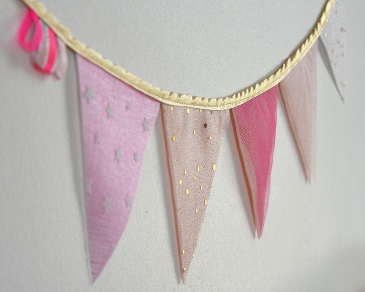 Guirlande de fanions girly princesse rose poudré, or et paillettes : Décoration pour enfants par bykiki