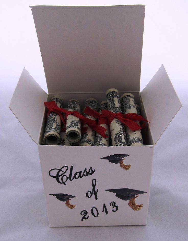 Give your graduates the roll of paper that they *really* want with these dollar-bill diplomas. #cashcrafts #gradgifts