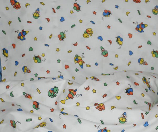 Copripiumino baby 100% cotone stampato. Un tocco di fantasia e di colore tra mille giochi, per addolcire il sonno del tuo bambino