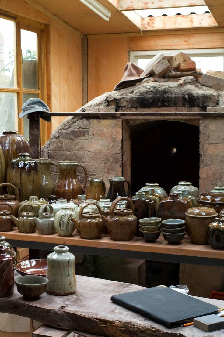 In this ceramics studio tour we look at the gorgeous Somerset pottery of renowned British potter Mike Dodd. Click through to find out more.