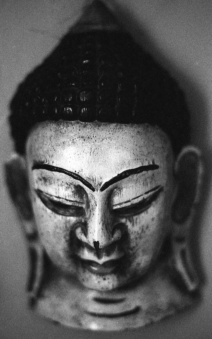 https://flic.kr/p/LNwWF6 | Asian Mask | A mask on my apartment wall. HP5+ 400…