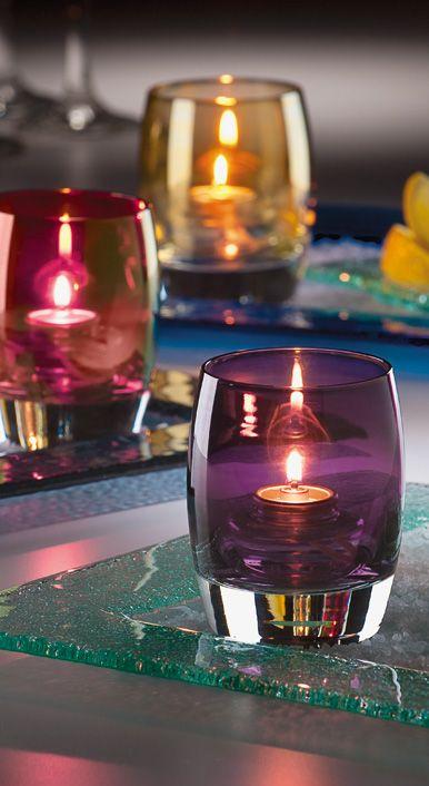 A Contour ™ votiva proporcionar um toque de jantar fino para qualquer configuração. Disponível em uma variedade de 16 belas cores e acabamentos.