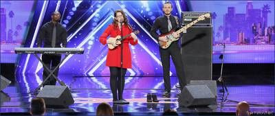 'America's Got Talent' judge Simon Cowell hits Golden Buzzer for deaf vocalist Mandy Harvery after stunning performance America's Got Talent contestant Mandy Harvey delivered a jaw-dropping vocal performance that won her the Golden Buzzer during Tuesday night's episode. #AGT