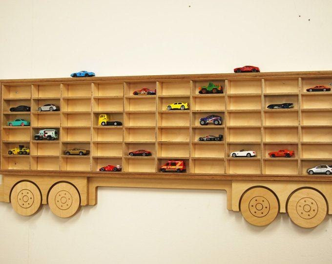 Estante de exhibición del coche acoplado de juguete sólo - modelo coche estantería, Cubby Hole almacenamiento exhibición del coche. Tiene 60 coches. Barnizados lacados madera