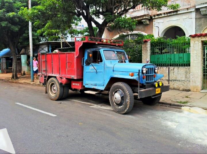Até o caminhão em Cuba é estiloso #truck #oldtruck