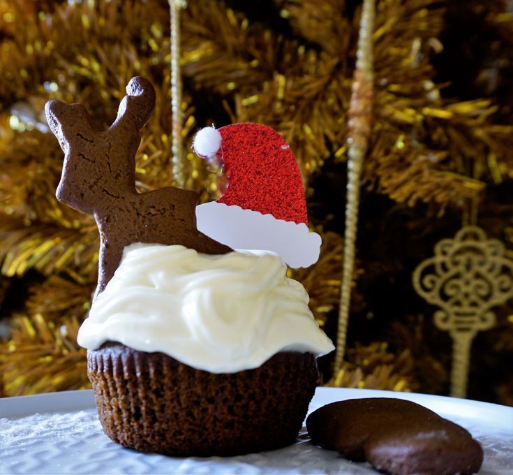 gingerbread cupcakes with cream cheese frosting, cinnamon, nutmeg,cloves and ginger