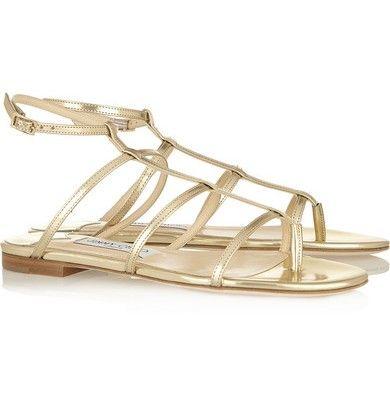 Idée de chaussures pour la mariée : des sandales plates dorées ♥