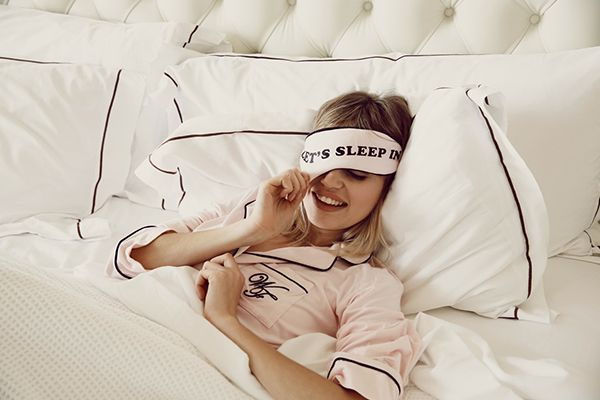 the best beauty sleep you've ever had in 10 easy steps {never have a restless night again!}