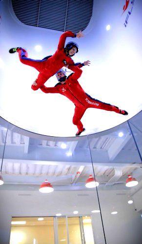 Fly | Indoor skydive gir et adrenalinkick som passer alle! Følelsen av fritt fall og vektløshet er noe du må oppleve.