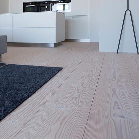 DOUGLASGRAN ! fra DuPlanche har vi et stort utvalg av  DouglasGran gulv tilpasset Scandinavisk klima. Alle våre gulv leveres 100 prosent ferdig behandlet fra fabrikk. VÅRE KVALITETSGULV FØRES AV MARKEDSLEDENDE FORHANDLERE #douglas #douglasgran #douglasgulv #douglasflooring #arkitektur #design #intriør #gulvkonsept @gulvkonsept