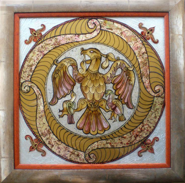 Dávid Júlia üvegfestő művész alkotásai elsősorban a népi értékek kincsestárából merítenek. Üvegfestményei a népvándorlás korának kultúráját idéző avar, szkíta és ősmagyar motívumkincseket jelenítik meg. Művein övcsatok, tarsolylemezek díszítései,  szimbolikája, totemállatai egyaránt nagy hangsúlyt kapnak