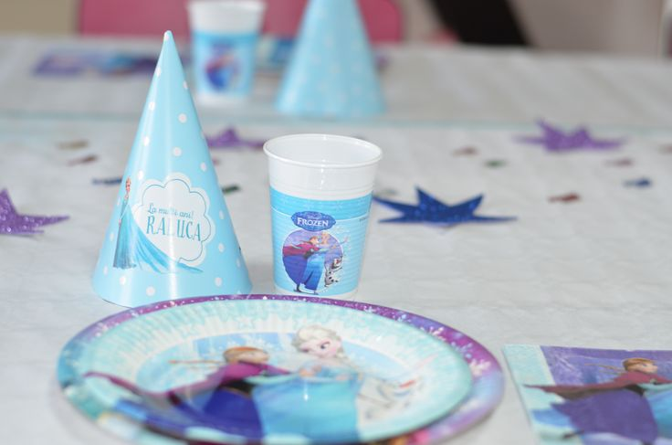 Lumea lui Ping și Pong și i-a organizat o petrecere tematică Frozen în care toți invitații au simțit că au pășit cu adevărat în Regatul de Gheață. Printre accesoriile din magazinul online Ping și Pong enumerăm: baloane personalizate cu Ana, Elsa Olaf, Banner auotcolant personalizat, Ghirlandă La mulți ani personalizata, coifuri petrecere personalizate, farfurii, șervețele etc. http://pingsipong.ro/magazin-online