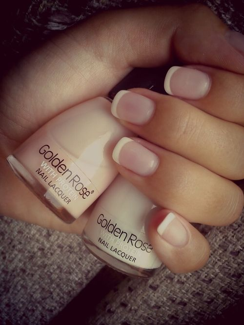 Chic French mani ~ always like the thinner white tip