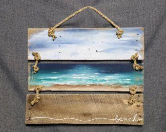 Art de palette de bois récupéré, peint à la main paysage marin avec l'accent de corde, plage, chalet, upcycled, art mural, Distressed, Shabby Chic  Peinture acrylique sur escrime récupéré. Cette pièce unique est de 9 à large x 22 dans.  Une touche agréable, lété à une véranda, une caravane ou chalet.  ** Toutes mes créations sont faites de planches de récupération. Ils sont peints à la main et sont faits après quils sont commandés. Bien que jessaie de reproduire original autant que possible…