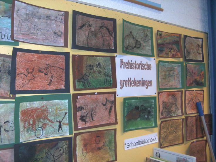 grottekeningen (blad kreuken, wasco tekening achtergrond, met was benzine uitsmeren, zwart wasco tekening erop van dieren en mensen, speren