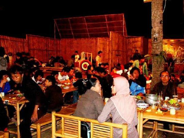 Makan bersama di Kampung Tahu (foto oleh Kampung Tahu)