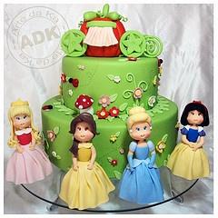 cute disney princesses cake