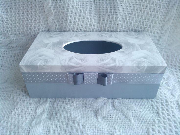 Chustecznik szaro-biały w różyczki - zdobiony metodą decoupage :)  więcej na mojej stronie na fb (DecoupageGallery) zapraszam! :)