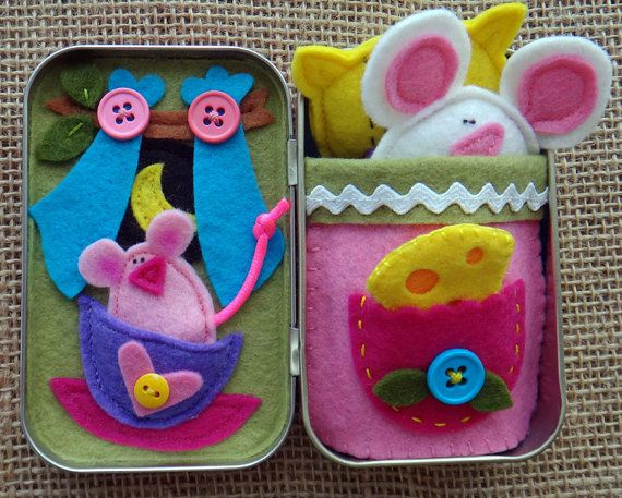 Create a charming travel toy with the PDF PATTERN for this fun FELT play set with 5 removable pieces… inside an Altoid tin box!  Children of all