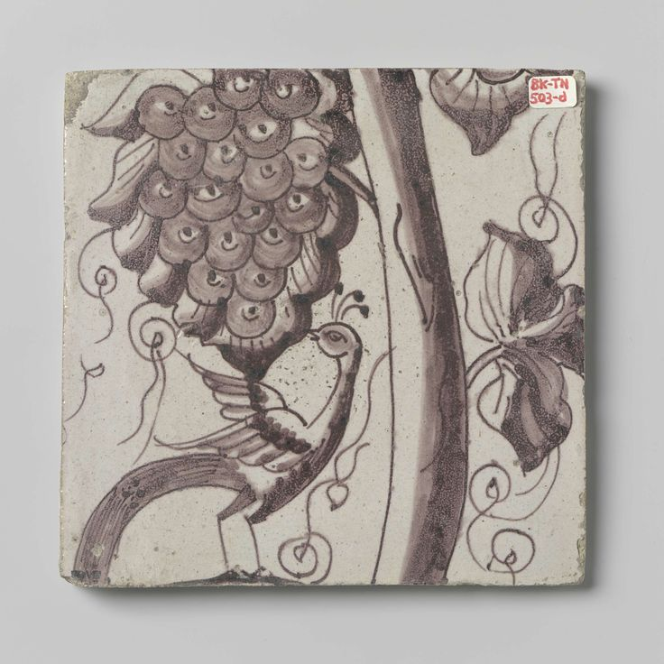 Anonymous | Tegel, Anonymous, 1700 - 1750 | Tegel met een paars geschilderde druivenrank waaromheen insecten en putti.