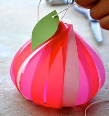DIY Favor florets - easy stylish gift wrapping idea with paper // Alma alakú egyszerű ajándék csomagolás színes papír csíkokból // Mindy - craft tutorial collection
