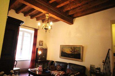 AVIGNON INTRA MUROS LA BALANCE appartement au 1er étage comprenant salon, cuisine séparée, 2 chambres Salle de bains, plafonds à la française. Et cave Petite copropriété de 8 lots Copropriété de 8 lots.