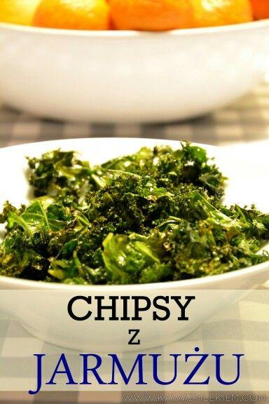 Na kawazmlekiem.com przepis na szybkie chipsy z jarmużu #jarmuż #fit #chipsy #kawazmlekiemblog