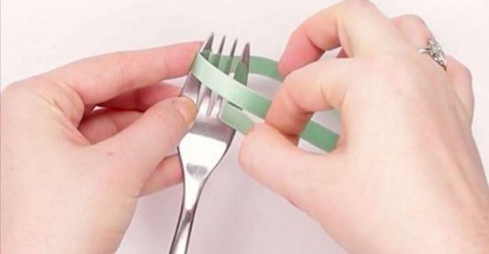 Strikjes maken met behulp van een vork.